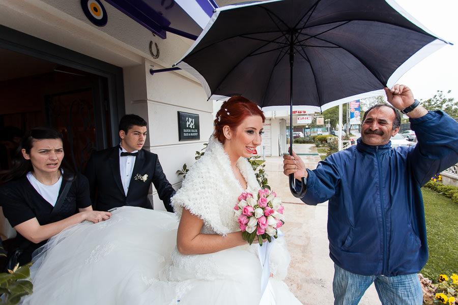 yağmurlu günde düğün