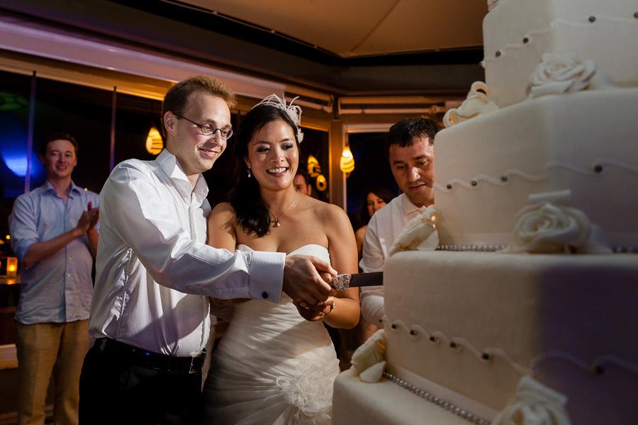 gelin ve damat pasta kesiyor - sardunya düğün