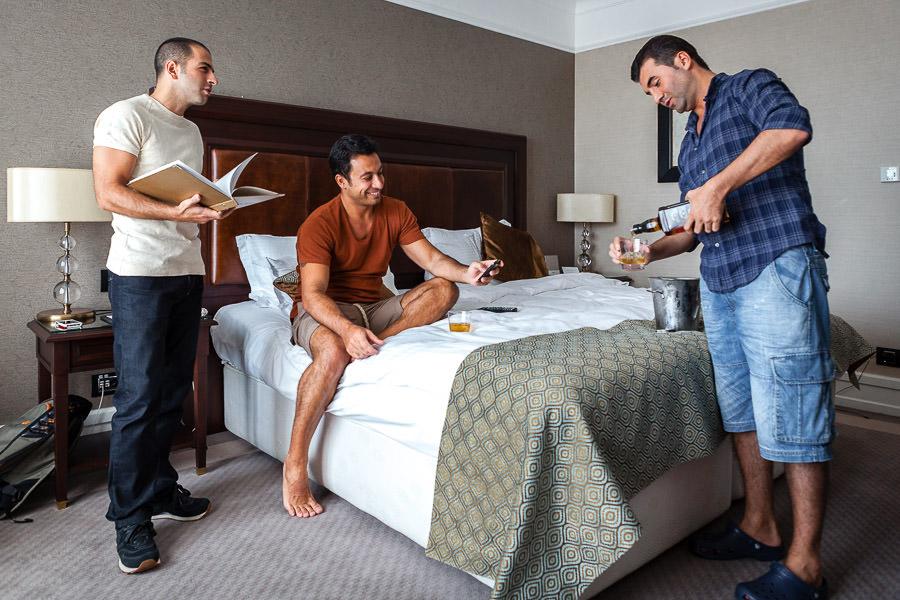 Divan Asya otelde damat ve arkadaşları