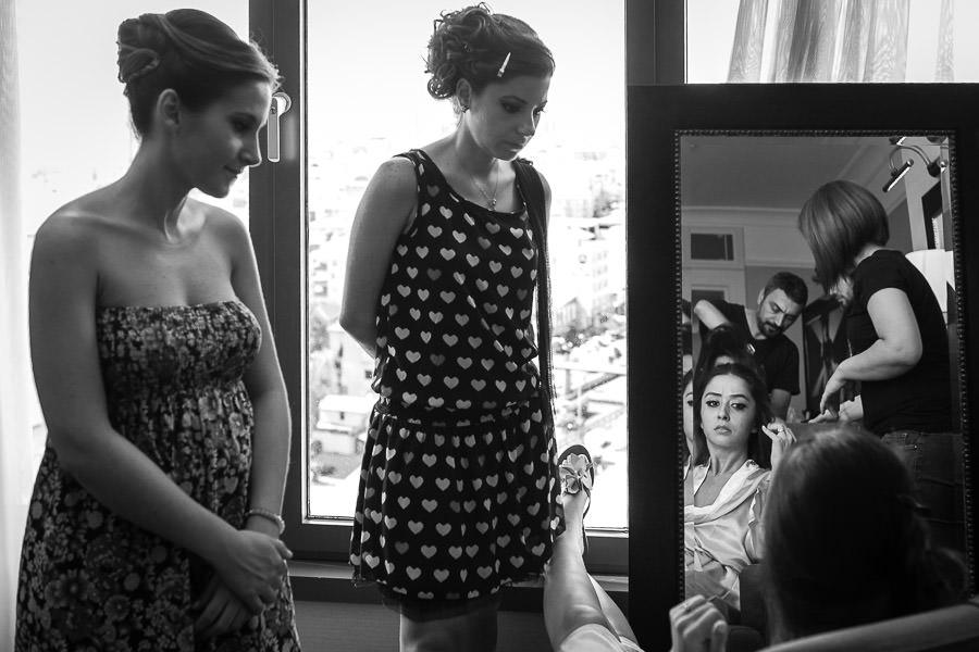 Divan Asya düğün gelinin arkadaşları makyajı izliyor