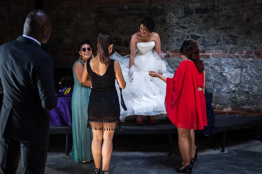 Cubuklu Hayal Kahvesi düğün: gelinlik tamir ediliyor