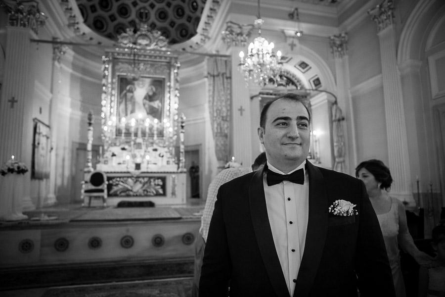 kilise düğününde damat