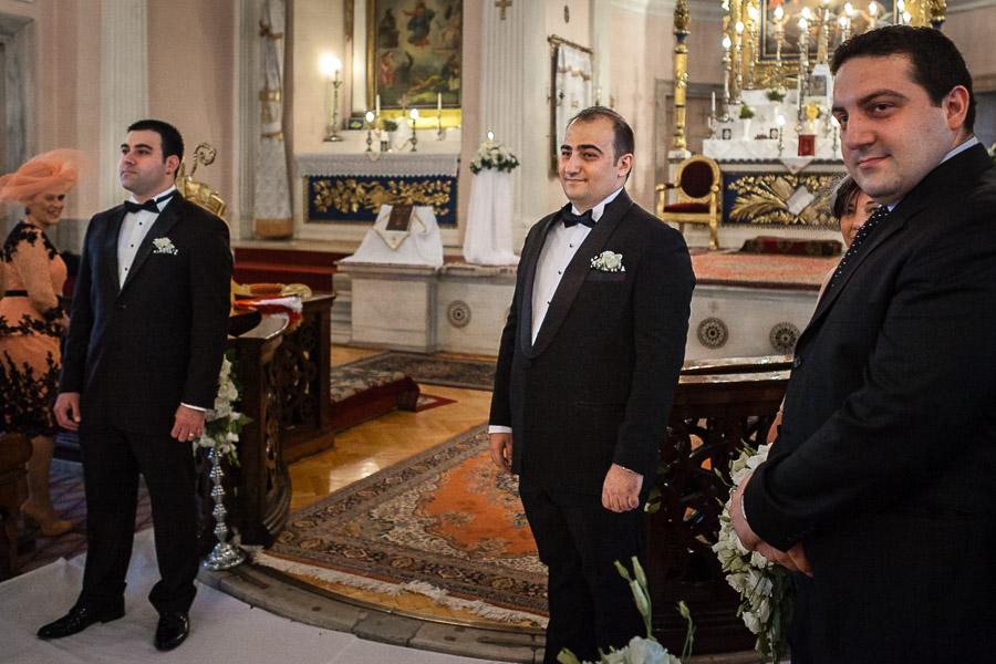 damat kilisede gelini bekliyor