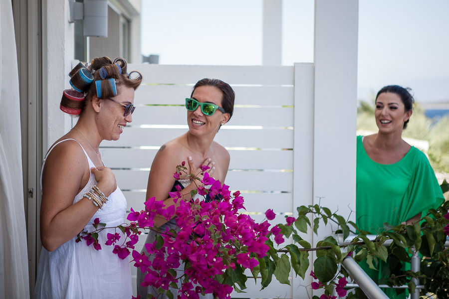 Wedding in bodrum : bride and friends on balcony