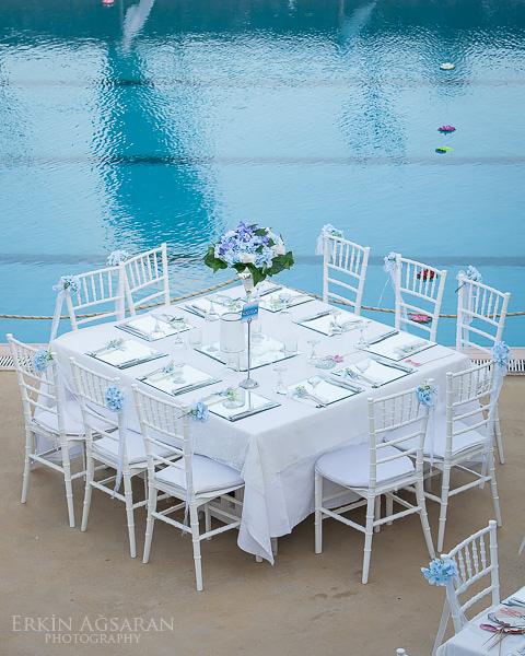 Havuz başı düğün masası