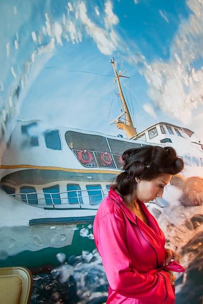 Moda Deniz Kulubu wedding: bride in front of wall art