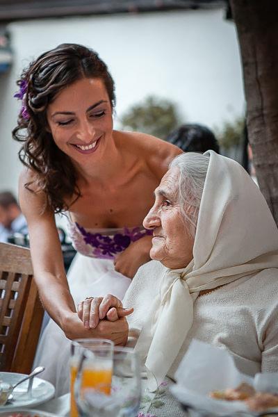 Nişanda gelin ve babaannesi