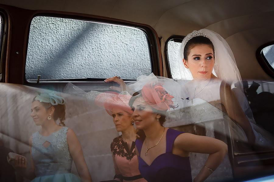 Gelinin arabadadaki fotoğraflarında belgesel yaklaşım geleneksel çekime göre farklı çok sonuçlar elde edebiliyor