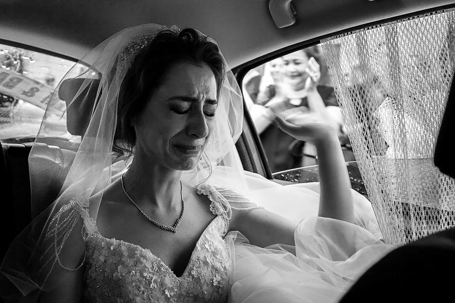 belgesel düğün fotoğrafçısı tarafından çekilmiş duygu dolu doğal düğün fotoğrafları