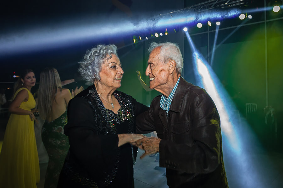 older couple dancing at the wedding