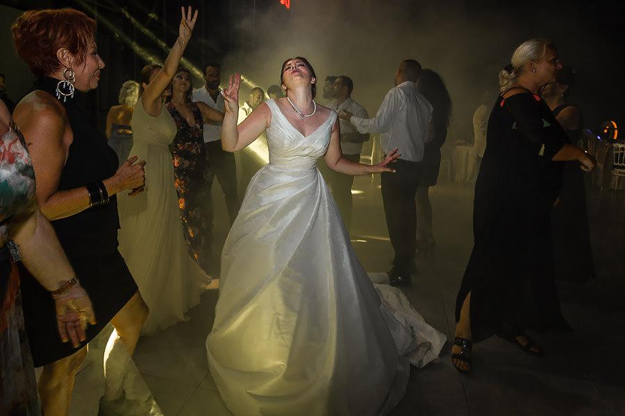 bride dancing in istanbul wedding