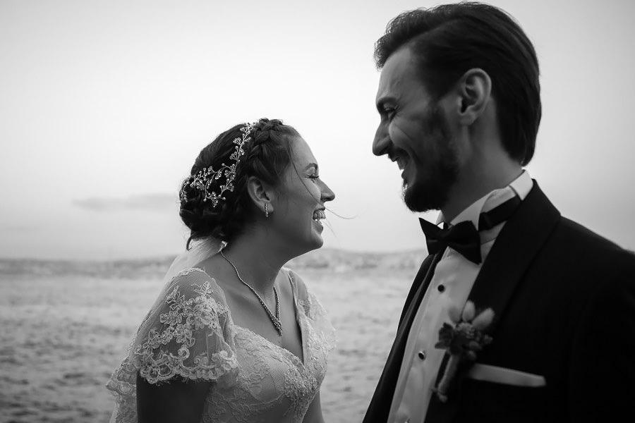 sardunya düğün fotoğrafları deniz kenarında gelin damat