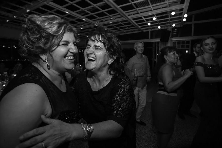 guests having fun at sardunya karaöy wedding