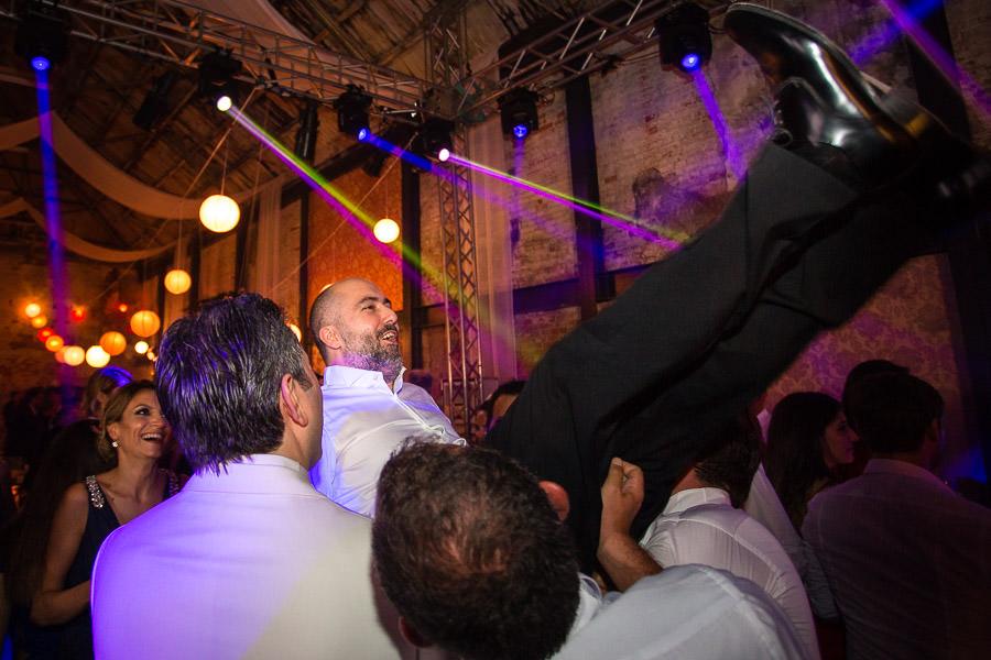 beykoz kundura fabrikası düğün damadı havaya atıyorlar