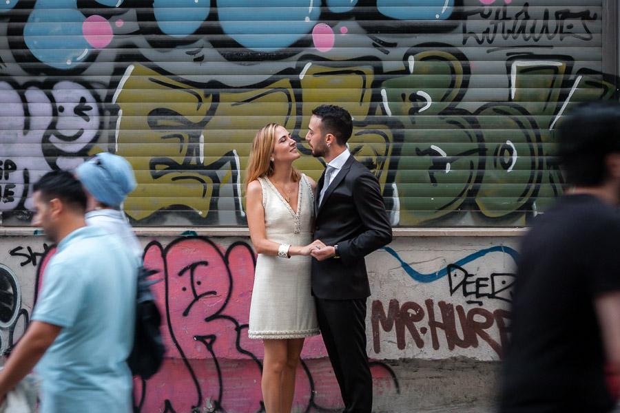 graffitili sokakta galata düğün fotoğrafları