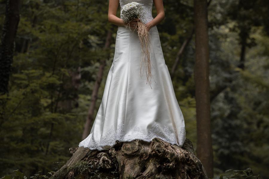 ağaç kökü ve gelinlik